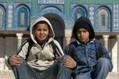 Palesztin fiúk a Szikla-dóm előtt